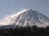 Controllable webcam with a close up view of Mount Fuji.